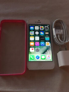 White Iphone 5 32GB Rogers/Chatr  in excellent condition