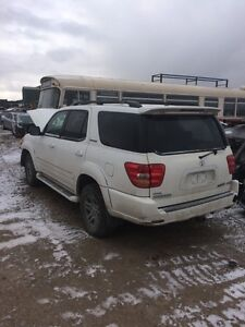 Parting out 2004 Toyota Sequoia