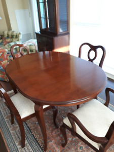 Gibbard Dining Room Table & Chairs, China Cabinet & Corner Piece