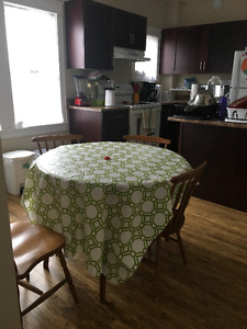 URGENT: ONE ROOM AVAILABLE IN A THREE BEDROOM ON QUINPOOL