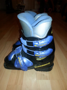 Kids ski boots size 23.5 or size 5.5 shoe size