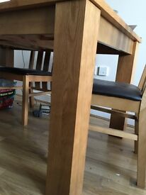 Amazing Oak Dinner table with 4 chairs