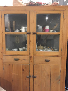Early Canadian Pine corner Cabinet