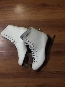Brand new never used girls skates