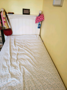 Solid wood headboard, metal frame and boxspring