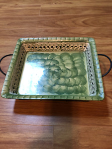 Temptations deep dish plater+wire holder