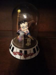 BETTY BOOP...7  COLLECTABLES