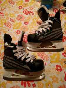Bauer youth size 11 skates West Island Greater Montréal image 1