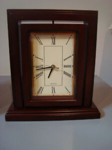 TRADITIONAL DESK CLOCK