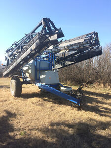 2007 New Holland pull type sprayer