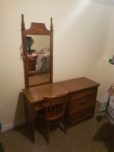 Dresser/Vanity with chair