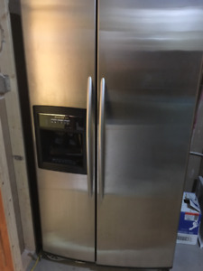Kitchen Aid fridge with water and ice