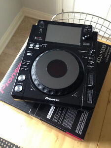 Like New MINT Condition Pioneer XDJ-1000