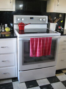 Modern Whirlpool Electric Range with True Convection Oven