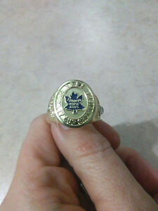 Maple Leafs Hockey ring - Molson Beer Cases Kingston Kingston Area image 1