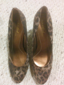 Naturalizer heels! Worn once. Womens size 10
