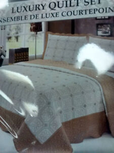 Bed, Bed Comforter... Queen and twin size Kitchener / Waterloo Kitchener Area image 2