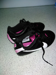 Nike Girls Soccer Cleats / Shoes (Size 1)