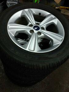 235 55 17 Michelin tires on OEM Ford Escape alloys 5x108 / TPMS