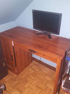 Écran d'ordinateur et clavier