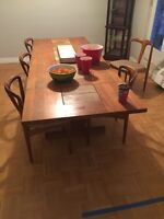 Extendable dining table w/6 chairs