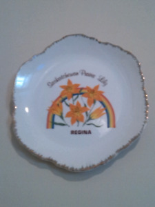 Decorative wall hanging plate