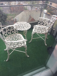 WHITE OUTDOOR IRON PATIO FURNITURE CAFE CHAIR CHAISE TABLE SET