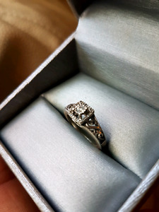 Sterling silver and diamond ring with paper's