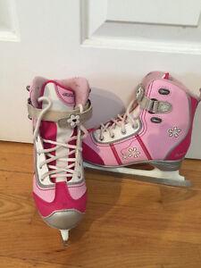 Patins Filles / Girl Skates size 2 Gatineau Ottawa / Gatineau Area image 1