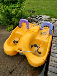 4 person paddleboat/pedal boat Water Bee (model 203)