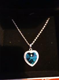 Absolutely stunning blue Swarovski crystal necklace 💙