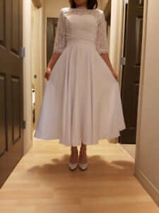 Wedding Dress (with lace sleeves/2-way) - Size 4-6
