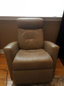 IMG Norway Beige Leather Relaxer Recliner