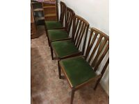 Extendable Table & 4 Dining Room Chairs.