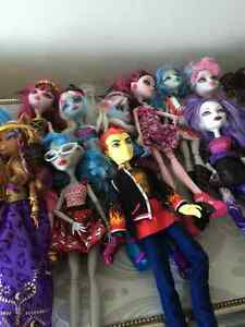 23  Monster High Dolls and more MH stuff