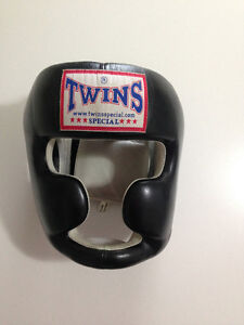 *Twins Full Head Gear / Twins 18oz Gloves / MTG Pro Shinguards*
