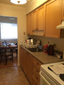 Bright 2 Bedroom Apartment in Central Location!