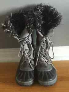 Woman's Warm Winter Boots - Size 9
