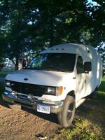 2001 Ford E-350 Super Duty 7.3L Diesel SRW Unicell Bubble van