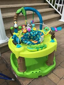 Jungle animal musical bouncer