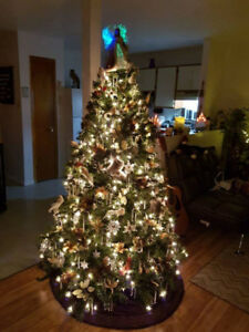 7 ft full Christmas tree and storage case