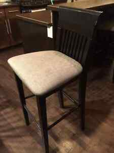 Pub height table w/chairs
