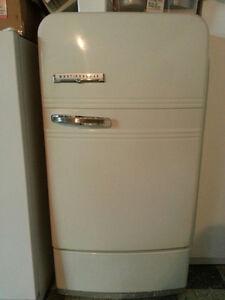 Réfrigérateur VINTAGE WestingHouse SUPER condition!
