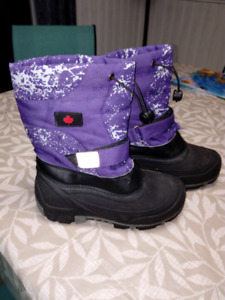 Boys/Girls winter boots size 16