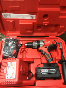 M28 28-Volt Lithium-Ion 1/2 in. Cordless Hammer Drill Kit
