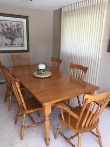 Custom-made Solid Oak Mennonite Harvest Table with 6 Chairs