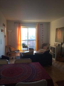 Grand 3 et demi à Berri Uqam tout inclus!  +meubles
