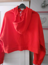 Zara new crop hoody . In red. Not used. Size mediem.
