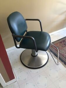 Hair dressing chair with booster seat  Cambridge Kitchener Area image 3