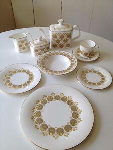 Set De Vaisselle ** Vintage Royal Doulton Polonaise ** Dishes
